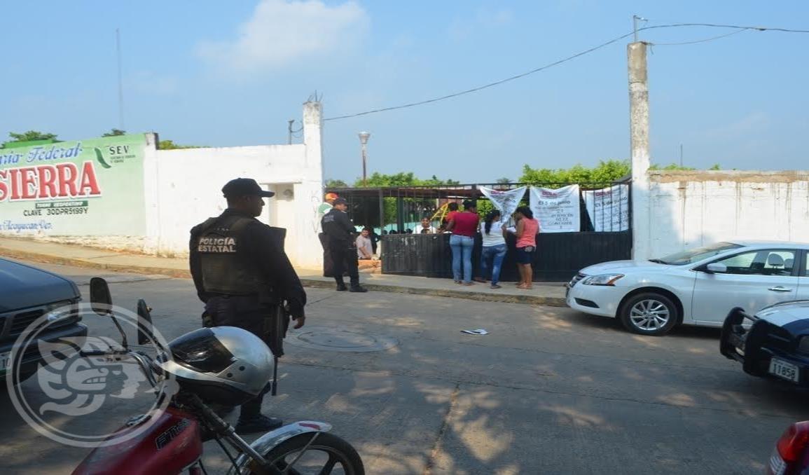 Roban en escuelas de Acayucan; piden mayor presencia policial