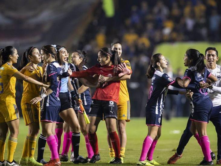 Jugadoras de Tigres y Rayadas arman pelea