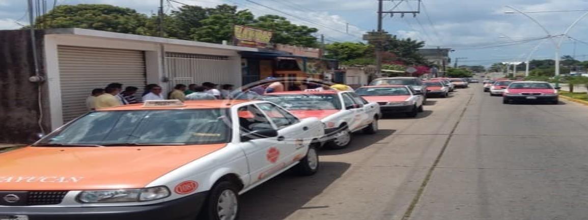 Saturan taxistas hacienda del Estado por regularización vehícular