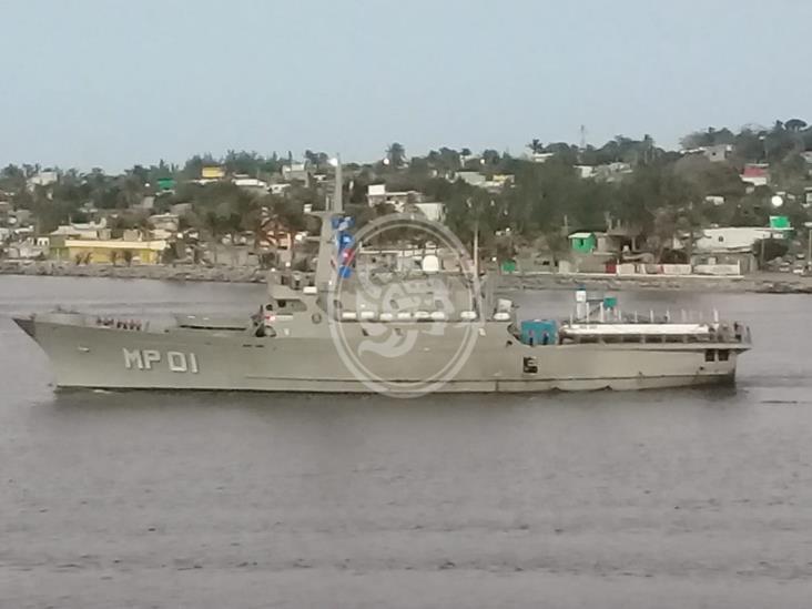 Trasladan embarcación sargacera al caribe mexicano