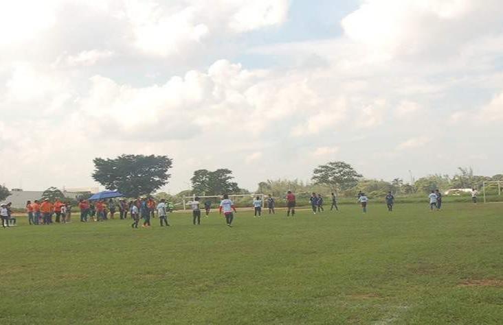 Jugadores del equipo DAC Mina rescatan el campo Alondra