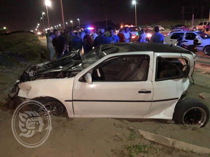 Arrancones generan aparatoso accidente en Coatzacoalcos