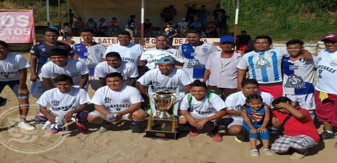 Deportivo Tiburones se coronó en el Futbol Empresarial Satelta