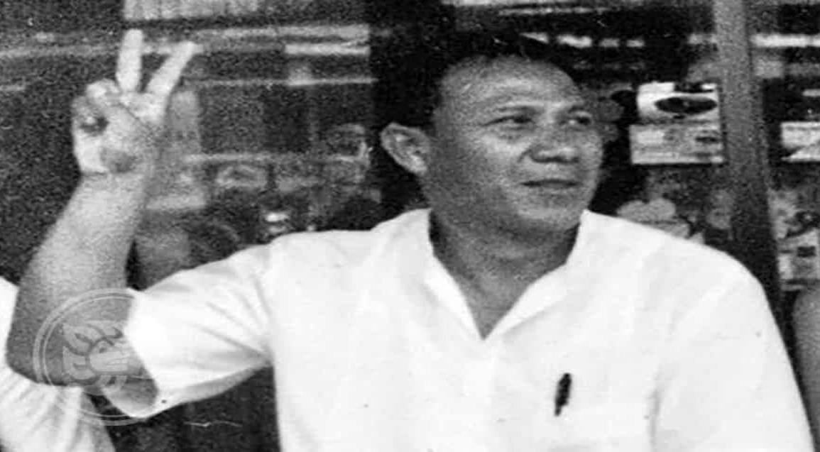 Entre aplausos y lágrimas sepultado al periodista José Luis Velázquez