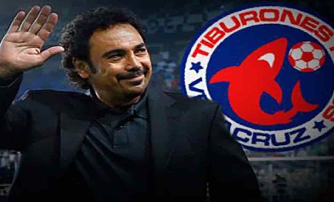 Hugo Sánchez vuelve a levantar la mano para comprar al Veracruz