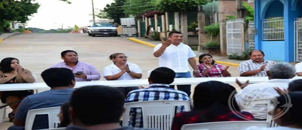 Rolando Sinforoso le cumple al bario Santa Cruz