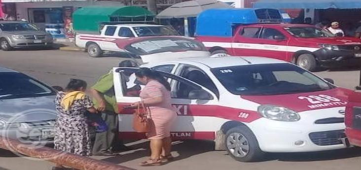 Recrudece conflicto entre mixto rural y taxistas en Mecayapan