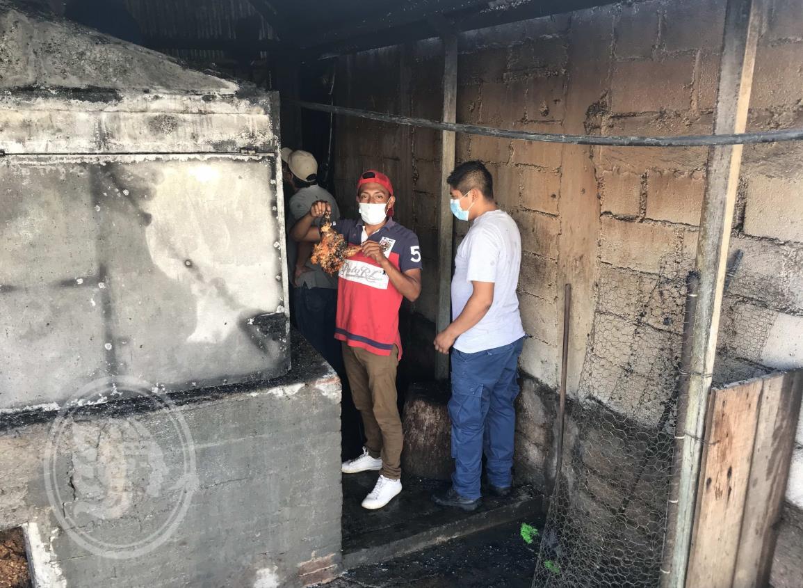 Se incendia restaurante de pollos en Sayula