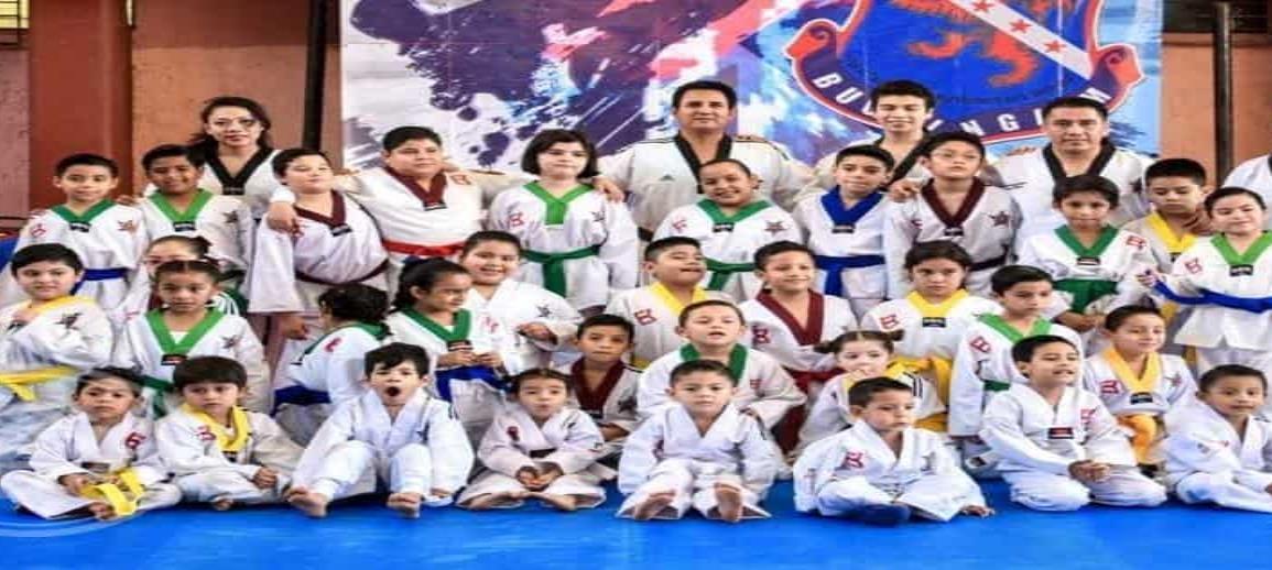 Taekwondoínes cierran  el año con nuevo grado
