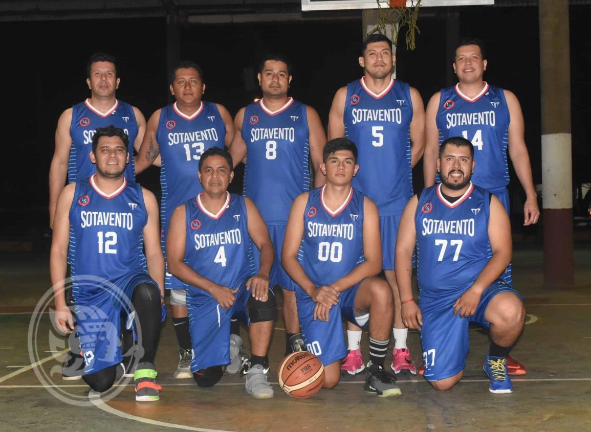 "Universidad de Sotavento ""desplumó"" a Cuervos en basquetbol Municipal"
