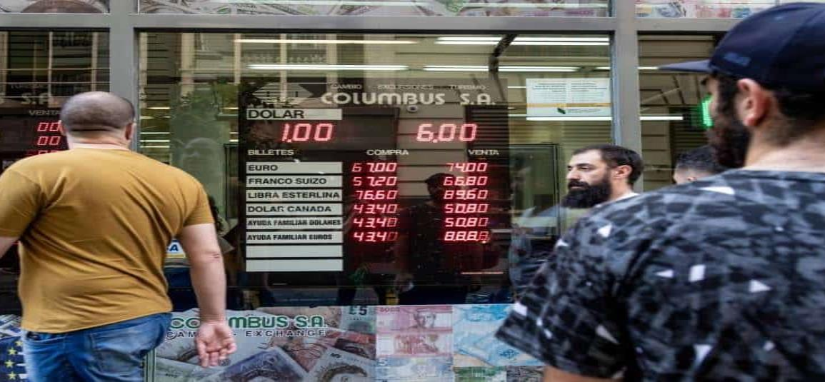 Argentina vuelve a la política de dólar turista de Kirchner