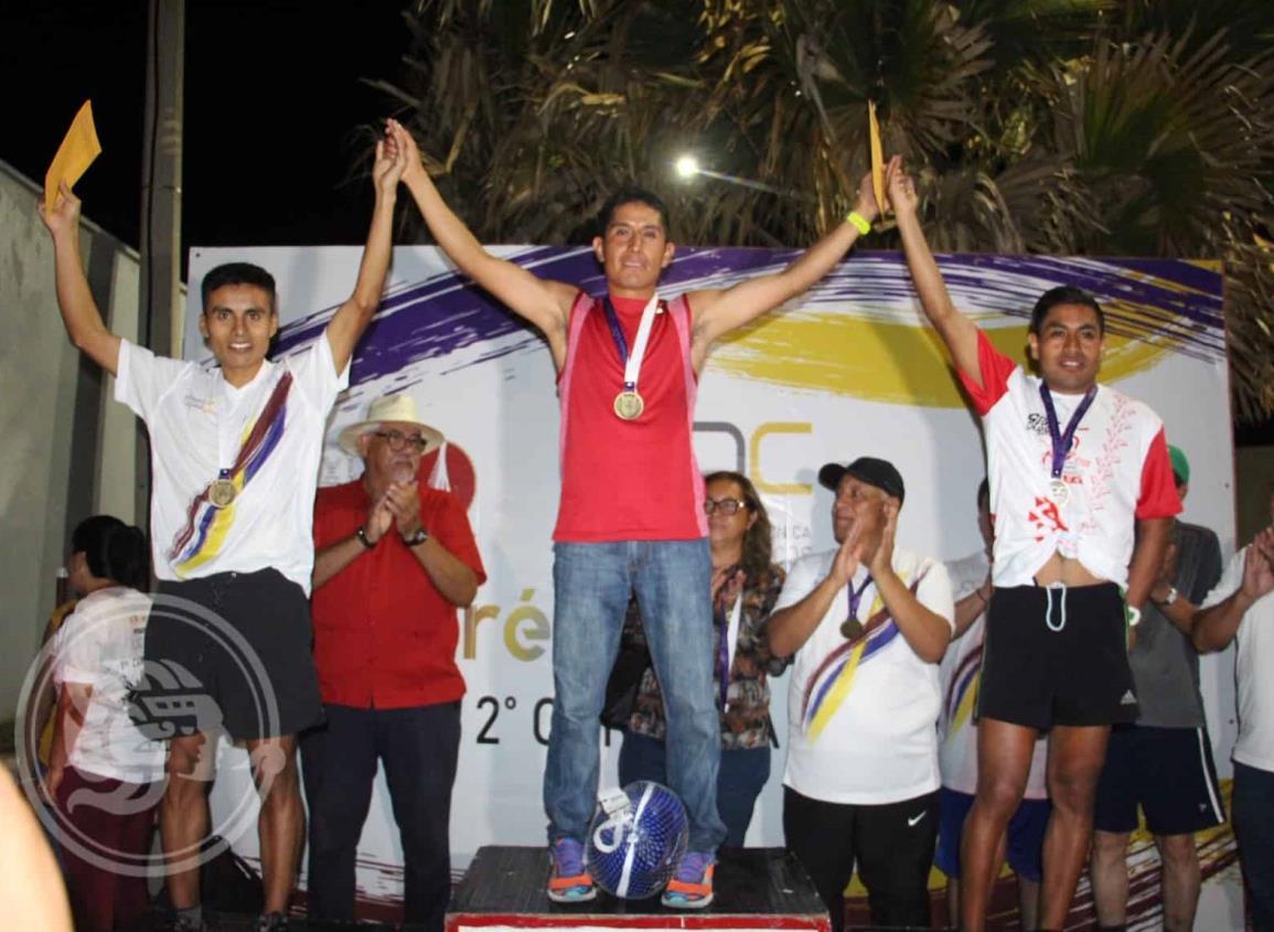 Zulema Rodríguez y Adolfo Flores dominaron la carrera de la UPN