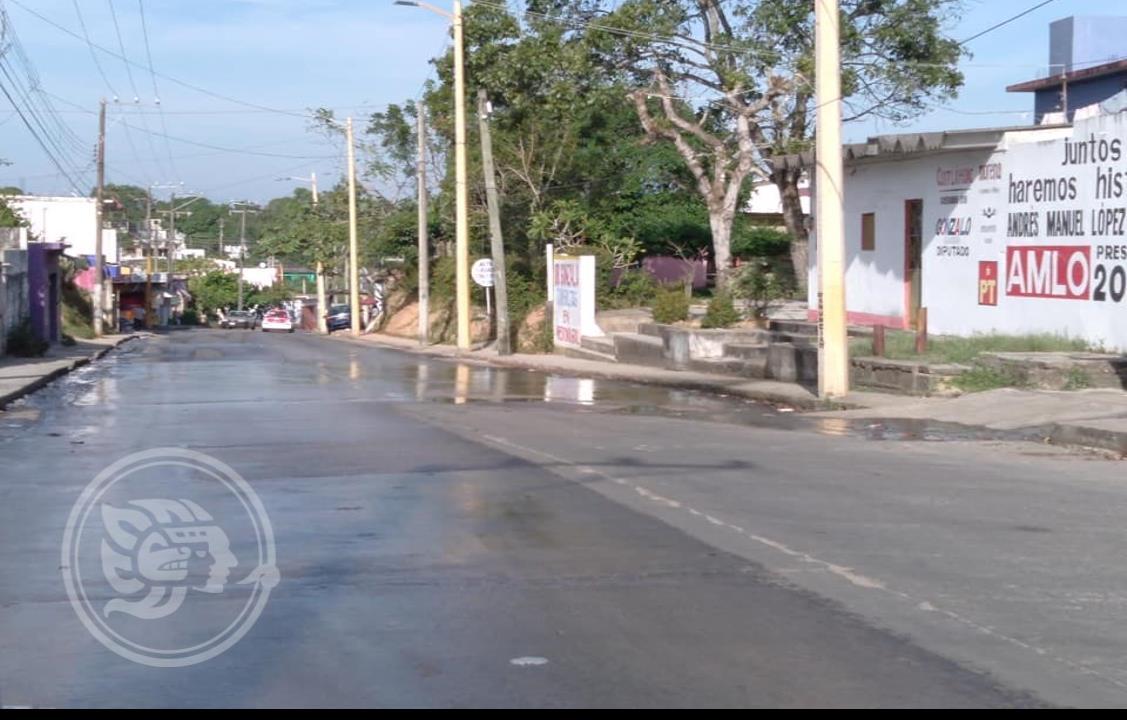 Escurrimientos de aguas negras afectan a vecinos de Ixhuatlán