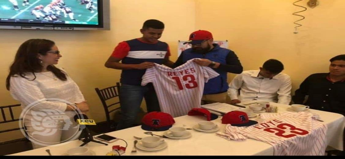 Veracruzano ficha con Los Phillies de Philadelphia de las grandes ligas