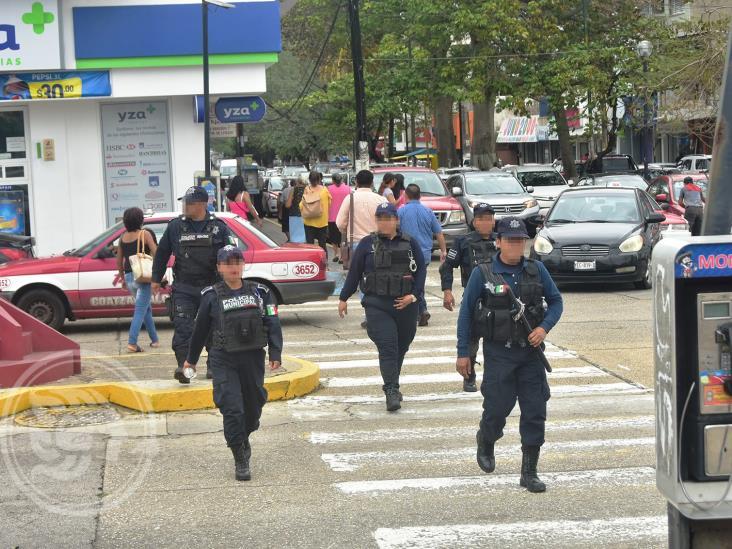 Ante incitación a saqueos en Coatza, policías resguardan comercios