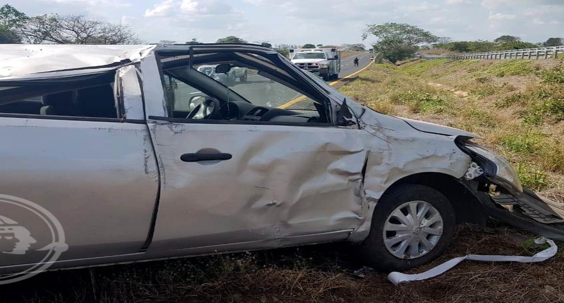 Por falla en neumático se accidenta joven en La Tinaja-Cosolea