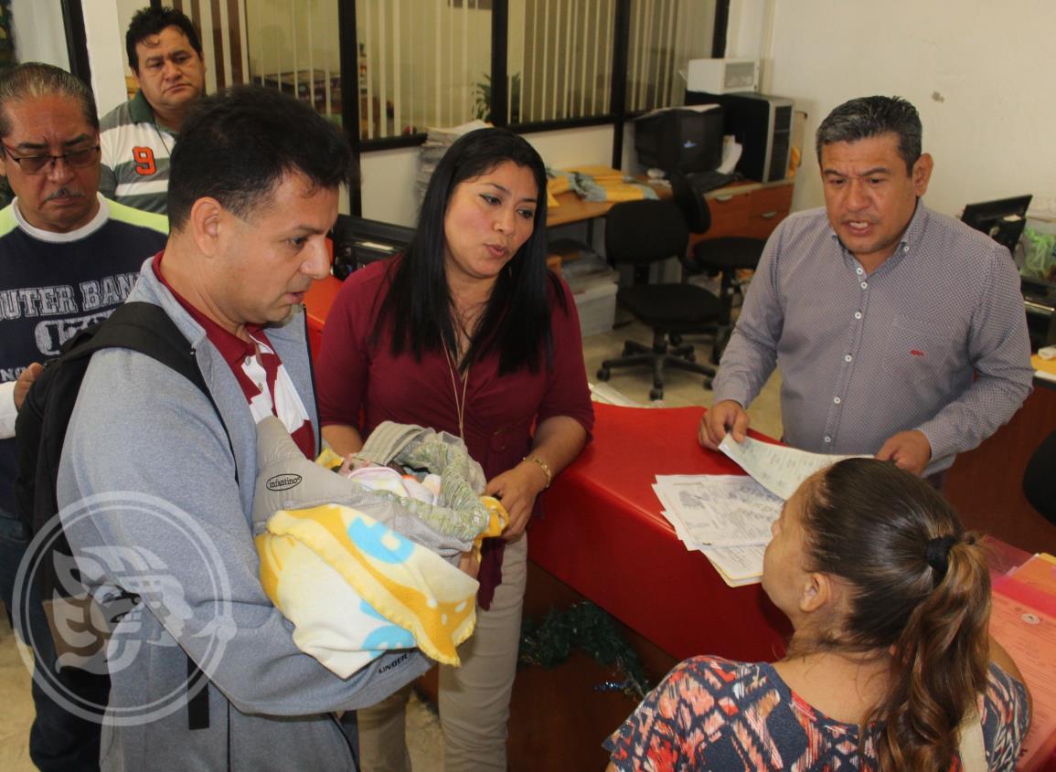Hija de padres hondureños es registrada en Coatzacoalcos