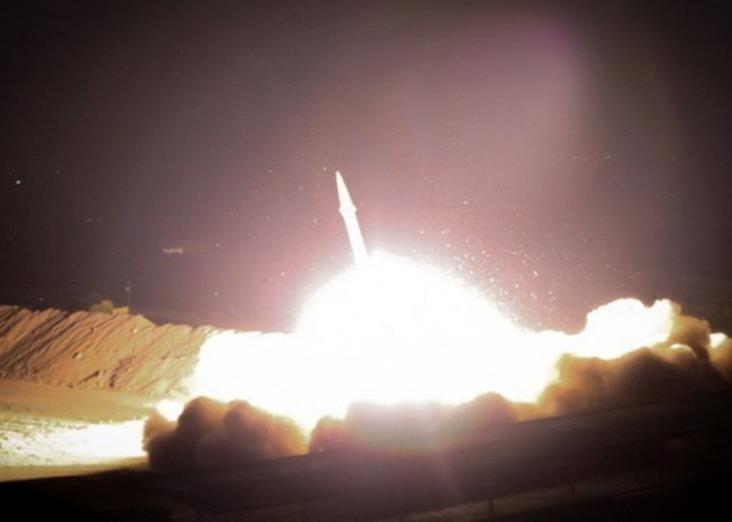 Misiles de Irán golpean base aérea que alberga a tropas de EU en Irak