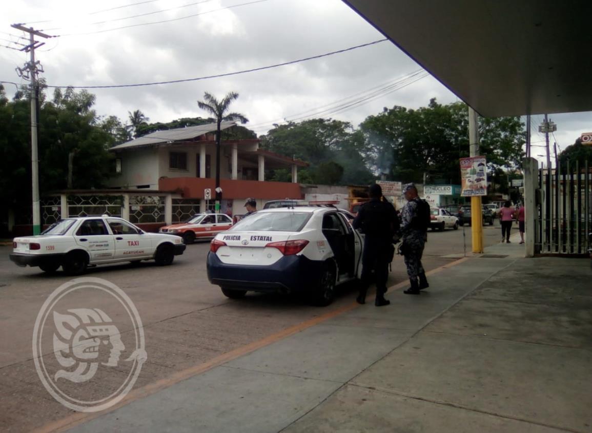 En estacionamiento, saquean auto de comerciante de Oluta