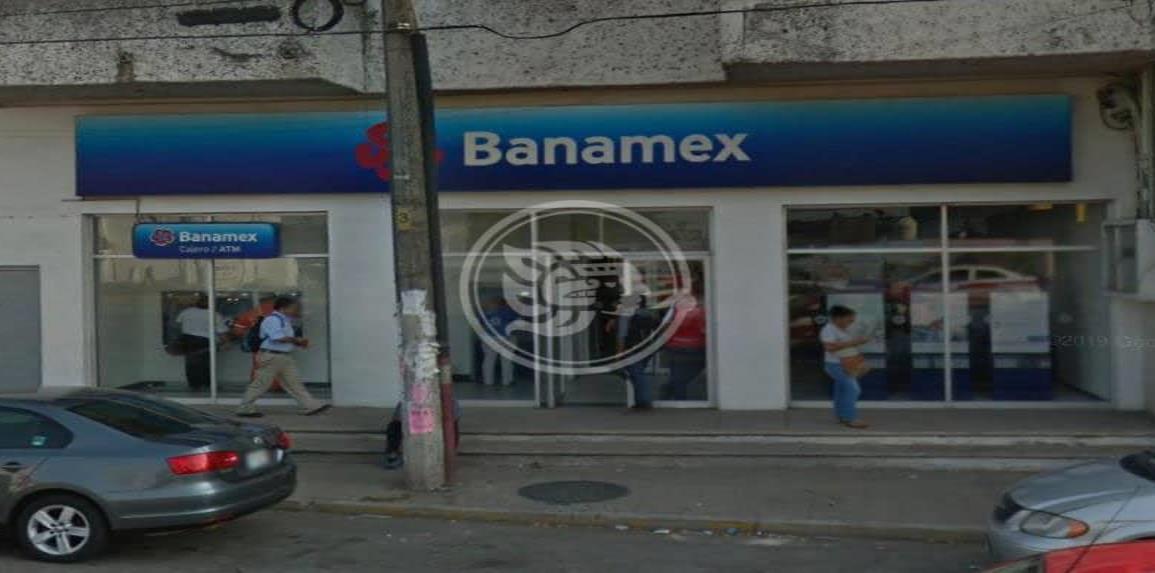 Lo despojan de 40 mil pesos saliendo del banco en Minatitlán