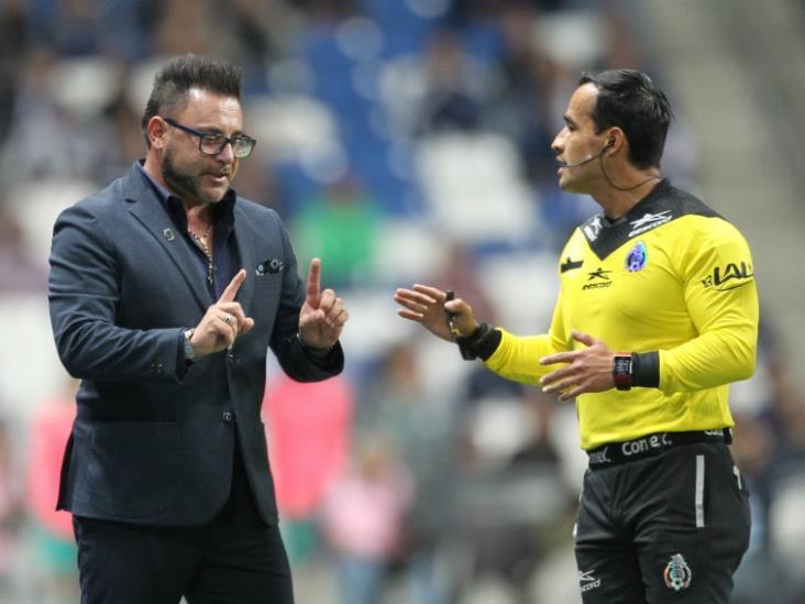 Turco Mohamed: el futbol con VAR es espantoso