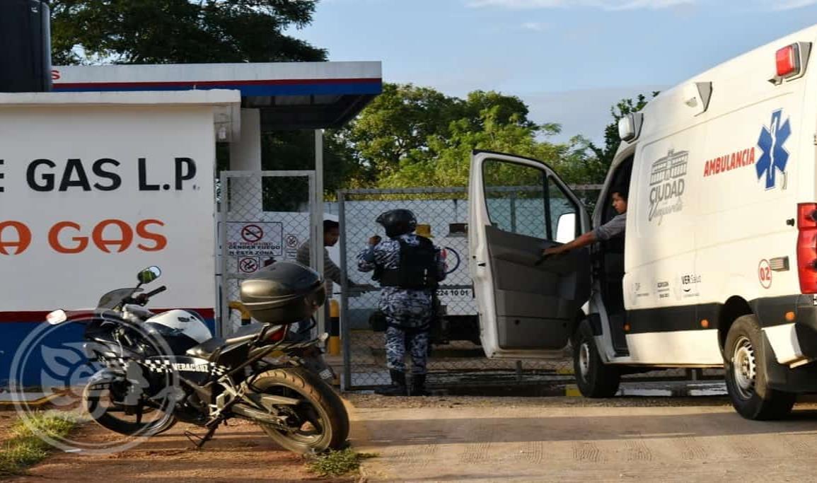 Herido tras violento robo a gasera cerca de base policial en Acayucan