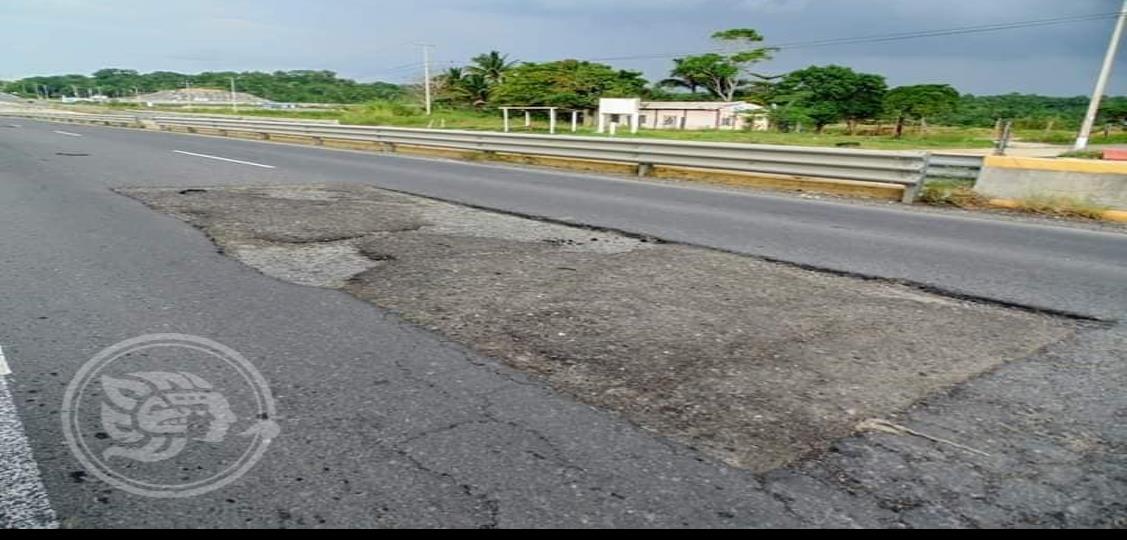 Exhiben malas condiciones en la carretera Coatza-Villa