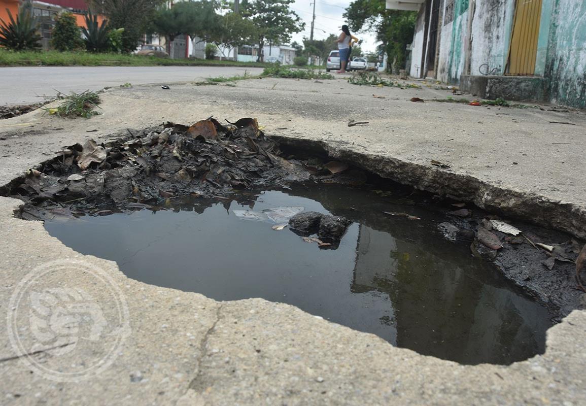 En Coatzacoalcos, insalubres aguas negras invaden colonias