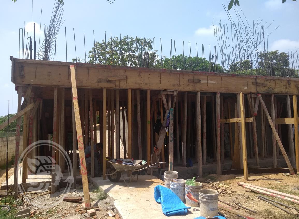 En más de 3 años no logran terminar dos aulas en Minatitlán