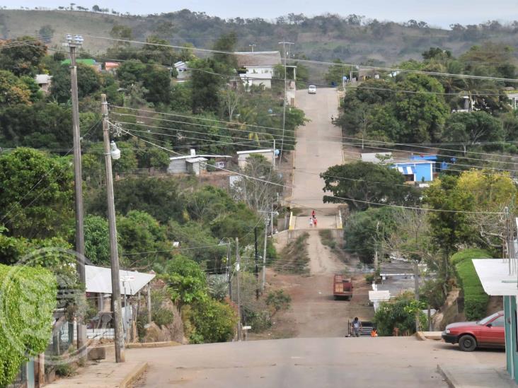 Gobierno de Soteapan no apoya ni con despensas, acusan