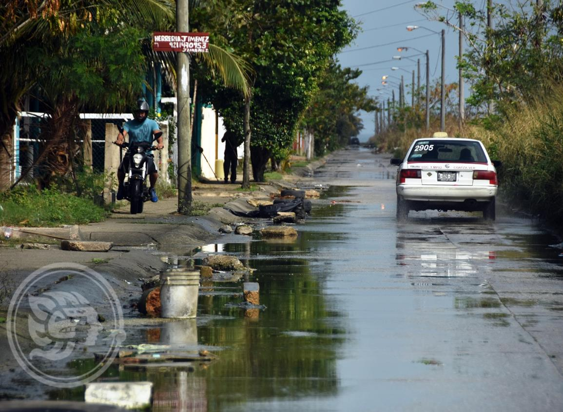 Aguas negras invaden fraccionamiento en Coatzacoalcos