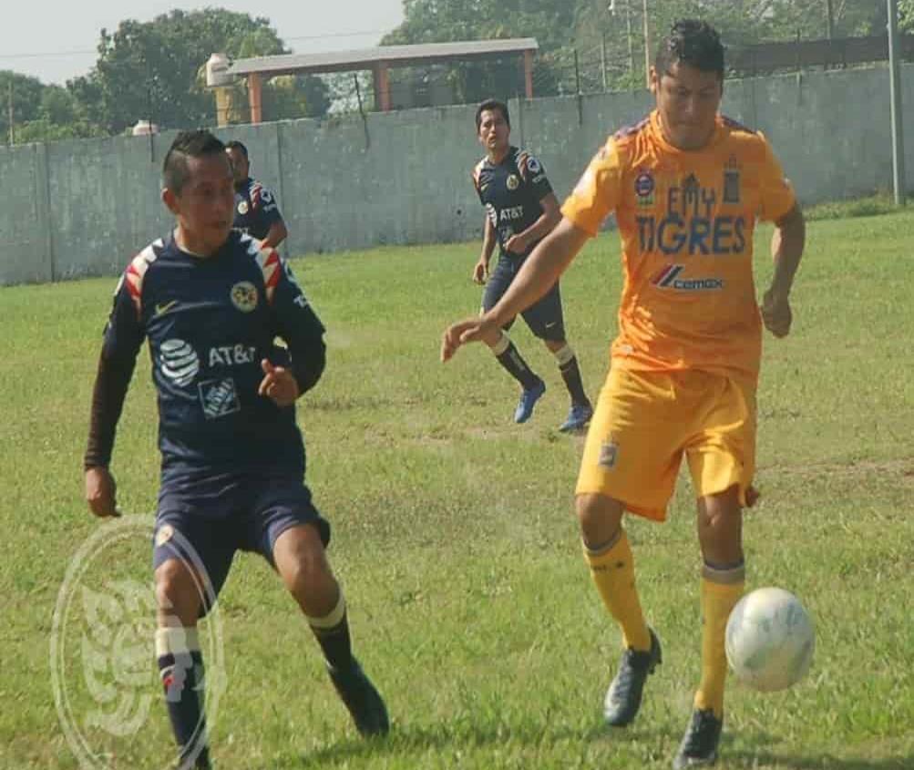 Inició el torneo de futbol Más 33 en el municipio de Cosoleacaque