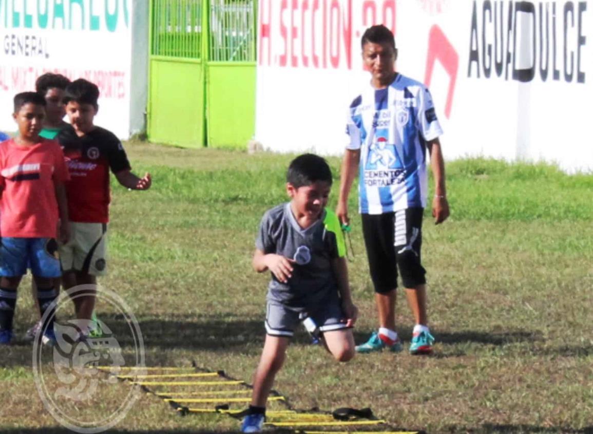 Buscan integrar niños al equipo de futbol Petroleritos