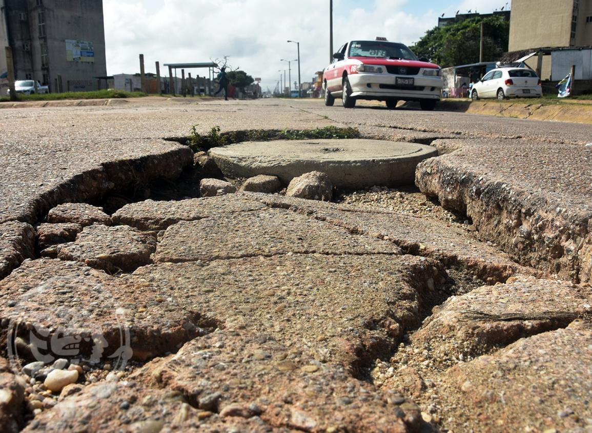 Remediación de pavimento y alcantarillas, piden vecinos de Santa Martha