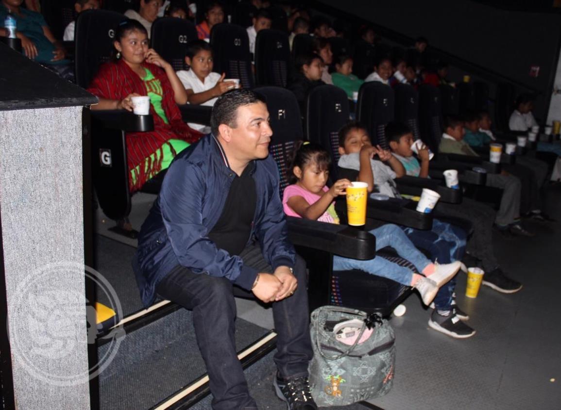 Niños indígenas conocieron el cine en Acayucan
