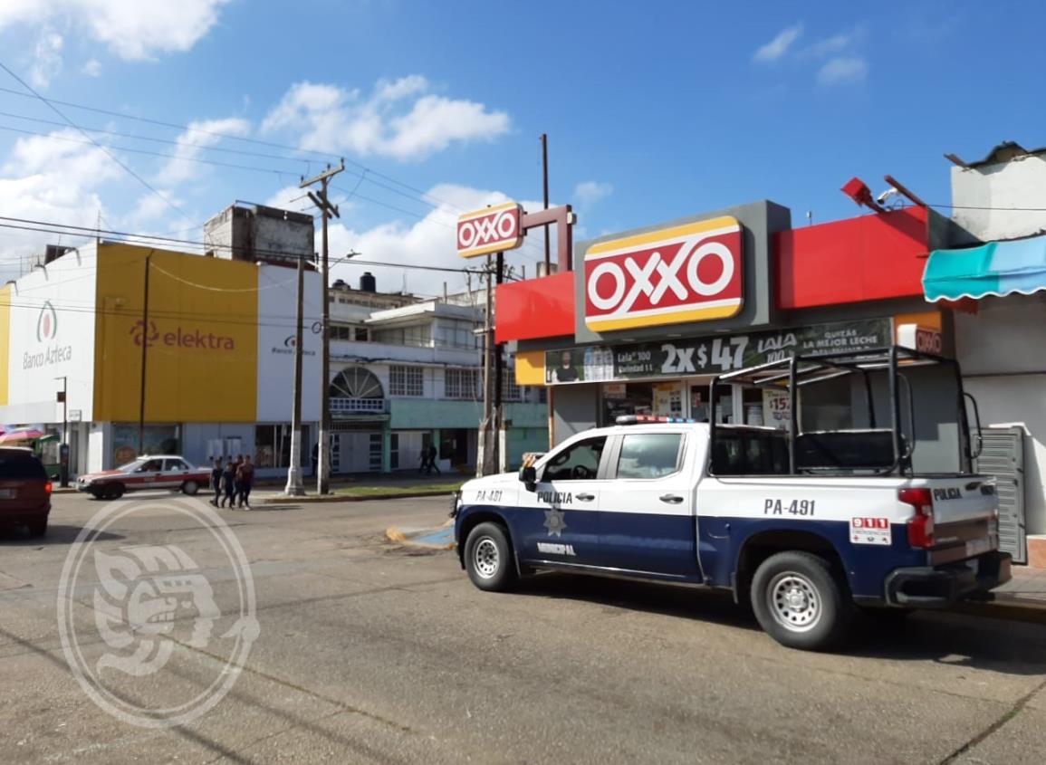 Delincuentes asaltan dos tiendas Oxxo en menos de 1 hora
