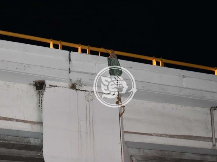 Asesinan y cuelgan a chapulín en puente del sur de Veracruz