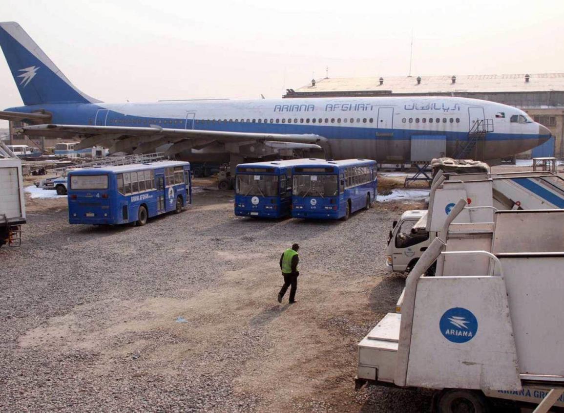 Un avión con 83 pasajeros cae en Afganistán y los talibanes reivindican su derribo