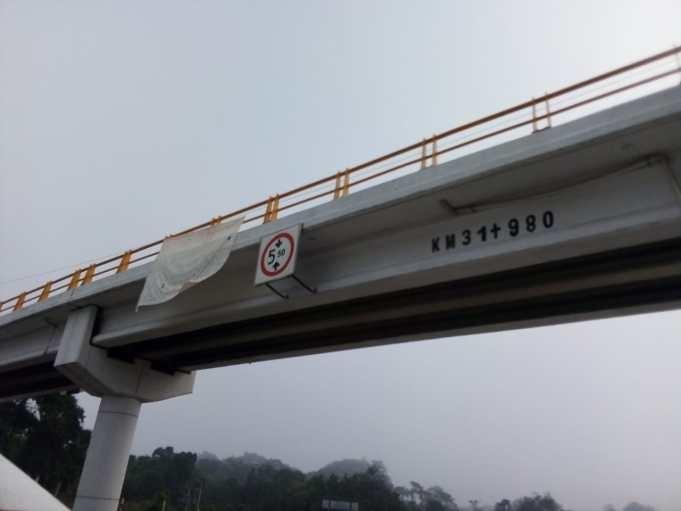 Dejan narcomantas en autopista Cosoleacaque-La Tinaja