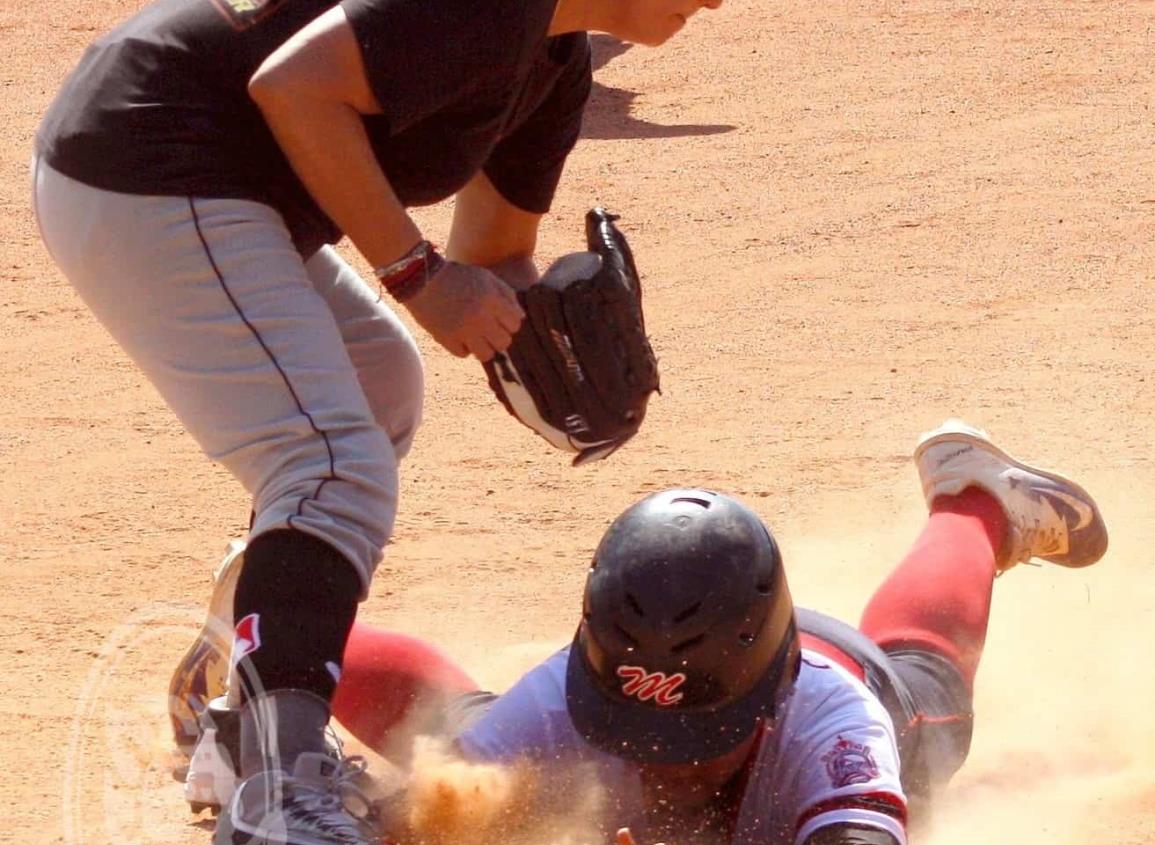 Panteras y Patriotas se adelantan en los play off de softbol femenil