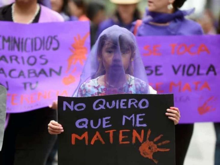 Marchan en Orizaba contra feminicidios