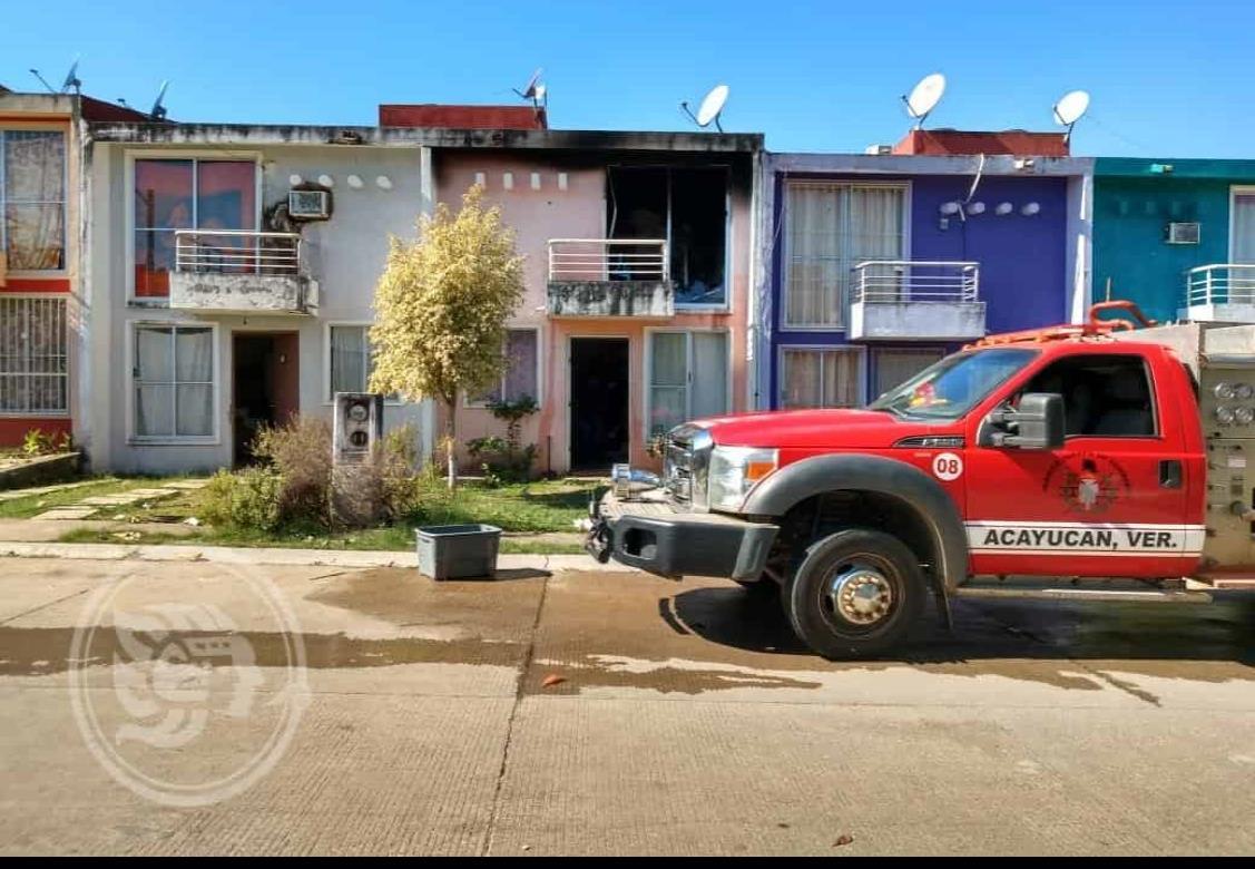 Fuego en departamento del Fraccionamiento Carpín de Acayucan