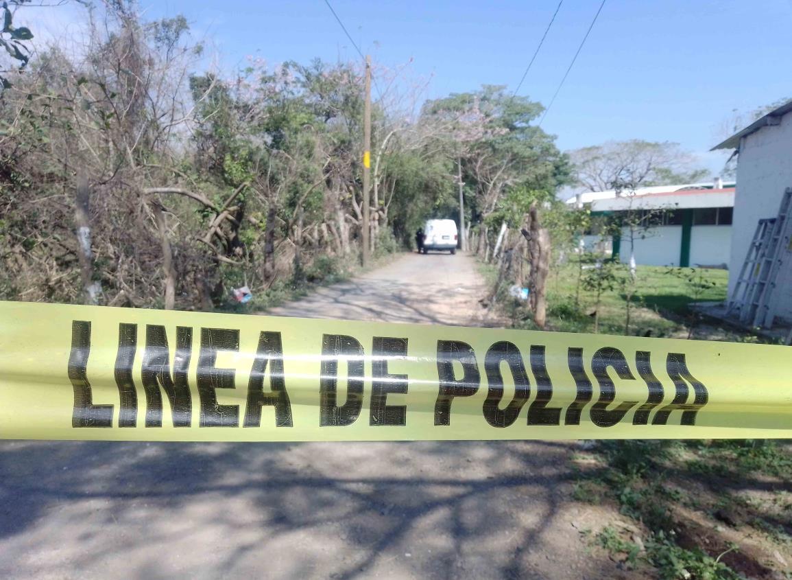Descubren cuerpo en descomposición junto a bachillerato en Veracruz