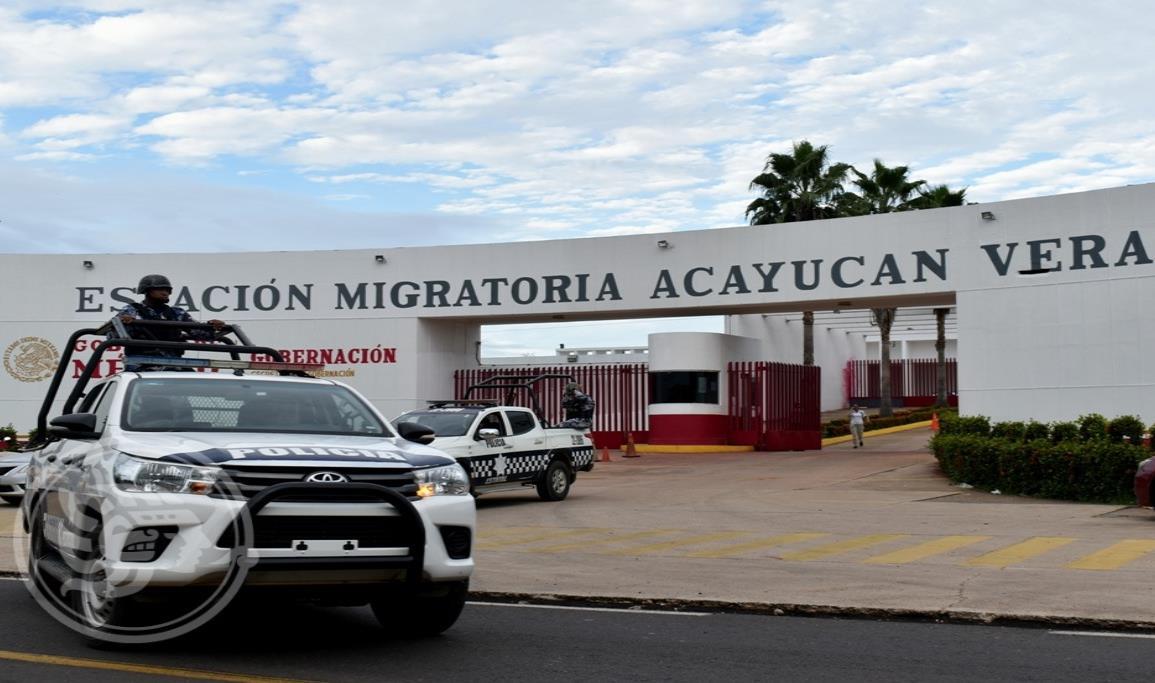 Haitianos se amotinan en estación migratoria de Acayucan