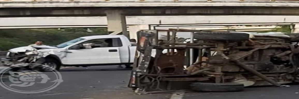 Aparatoso accidente en Cosoleacaque; cuantiosos daños materiales