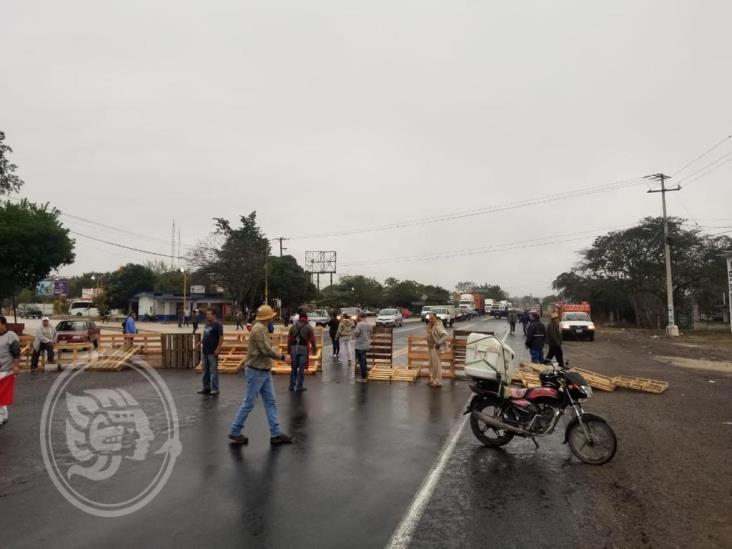 Habitantes de Plan del Río bloquean la Xalapa-Veracruz