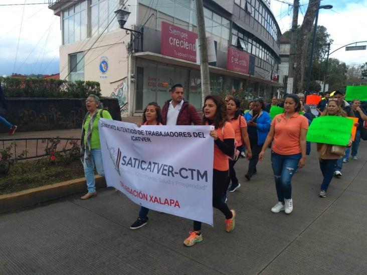 Bloquea Sindicato de Icatver el centro de Xalapa