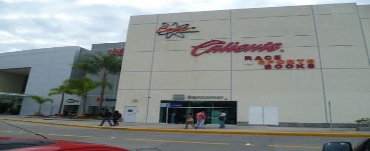 Roban 1 mdp a cuentahabiente dentro de banco en plaza comercial de Xalapa