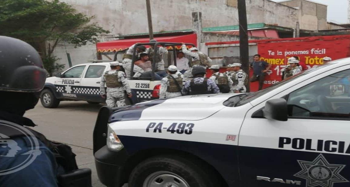 Despliegue policíaco por iracundo sujeto en Coatzacoalcos