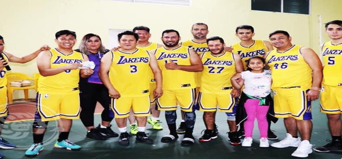 Cruz Verde es campeón del basquetbol de Acayucan